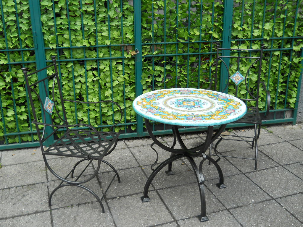Tavolo struttura in ferro con top in pietra lavica - Tavolo pietra lavica ...